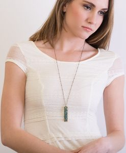Arden Horizontal Chain Necklace Model